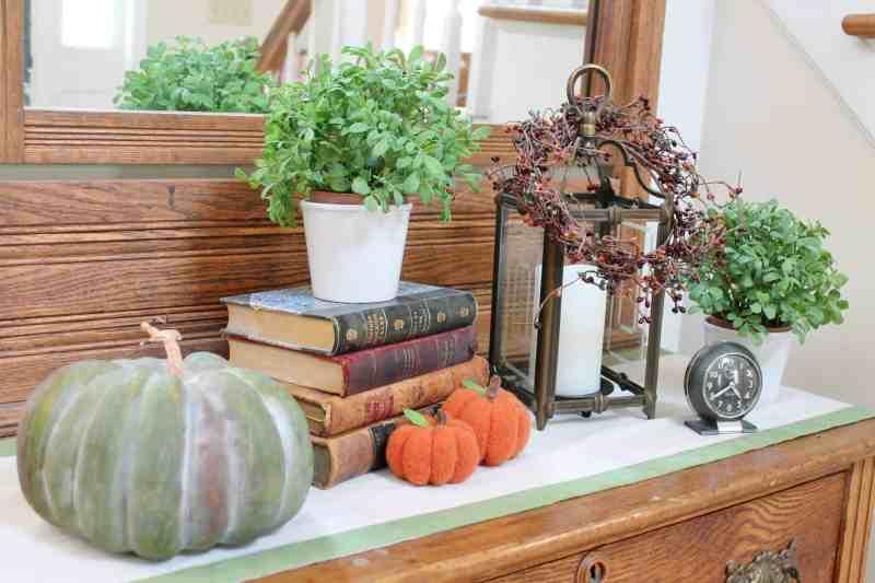 fall vignette in the foyer
