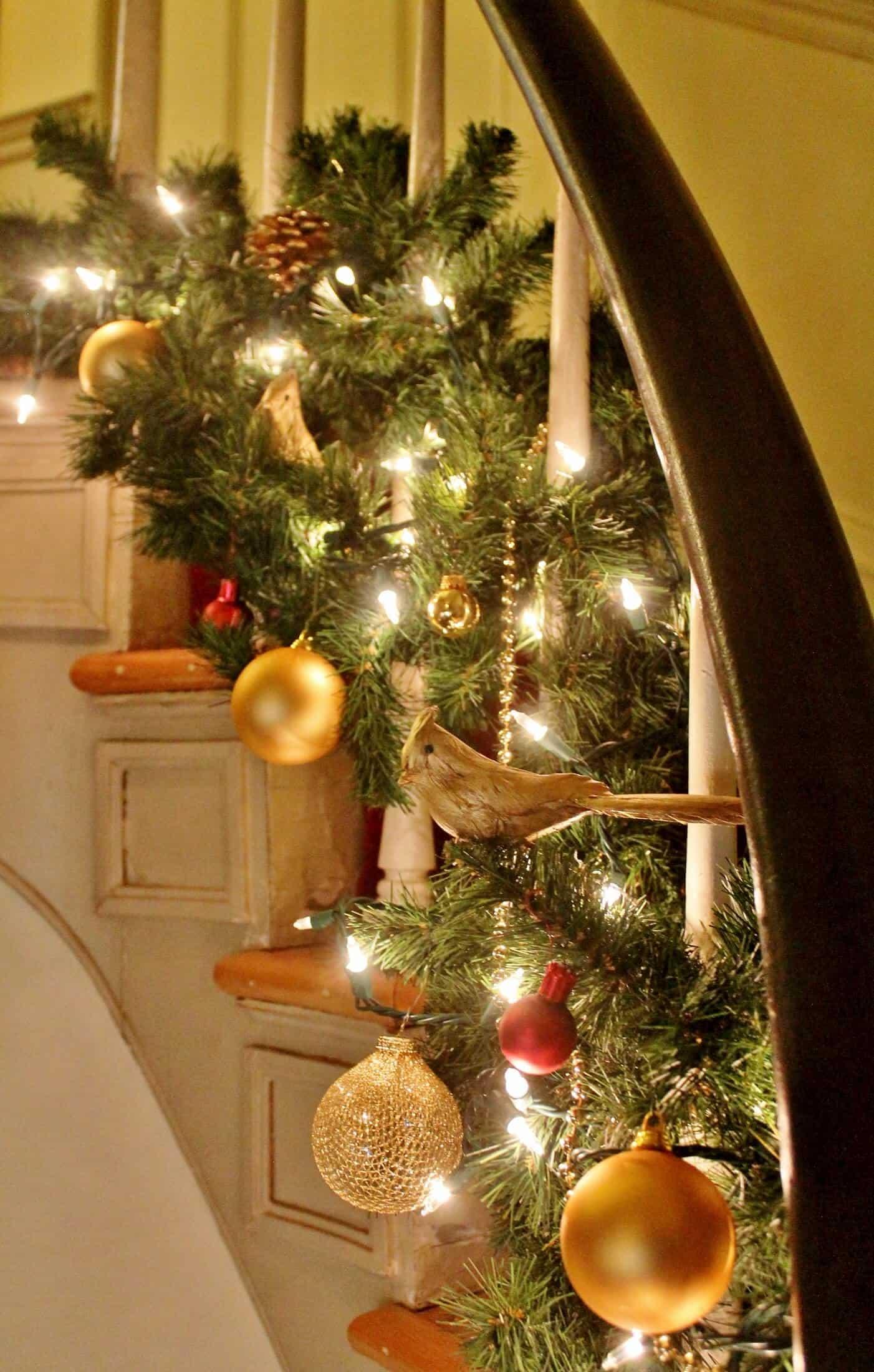 staircase garland at the arlington inn