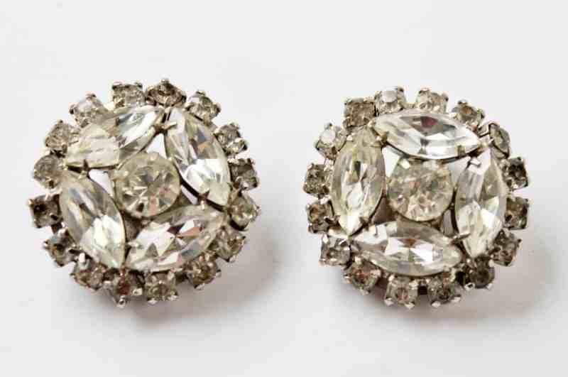 vintage clip on rhinestone earrings