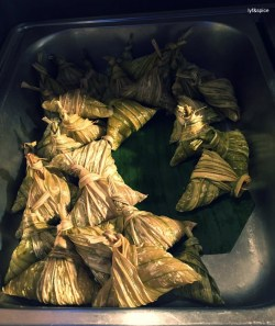 Sticky rice wrapped in knotted leaves