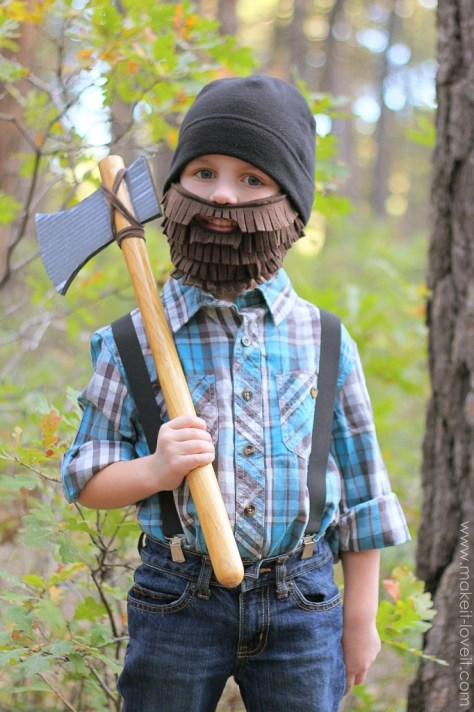 Lumberjack with Beard and Axe Halloween Costume