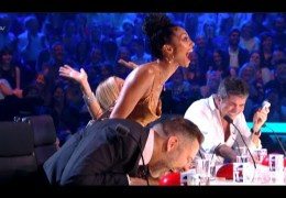 ROFL! Golden Buzzer Comedian Makes Judges Can't Stop LAUGHING!