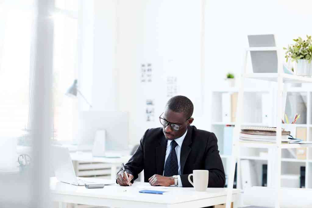 THE ESSENTIAL GUIDE TO WRITING YOUR MBA PERSONAL STATEMENT