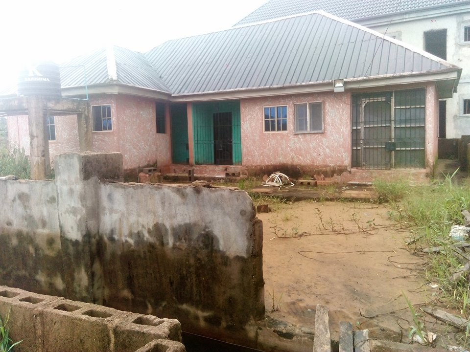 House for sale (N3.2m) Amassoma