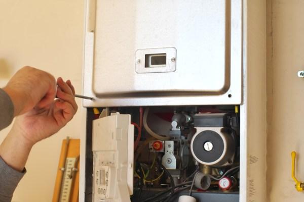 Necessidade de manutenção preventiva no aquecedor a gás.