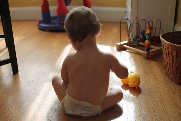 jucării şi haine pentru copii noştri