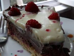 tort fără coacere ciocolatos cu zmerură