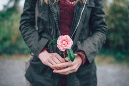 cum reacţionezi când primeşti o floare