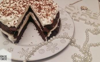 tort din ciocolata si crema