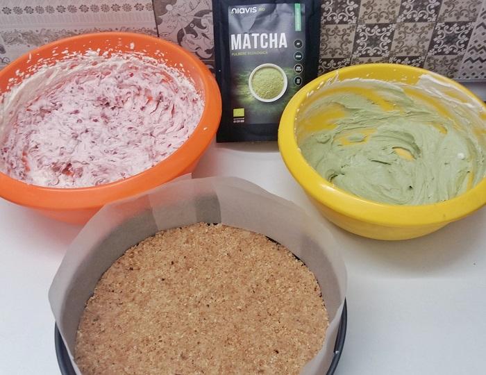 pregatire asamblare cheesecake cu mactha