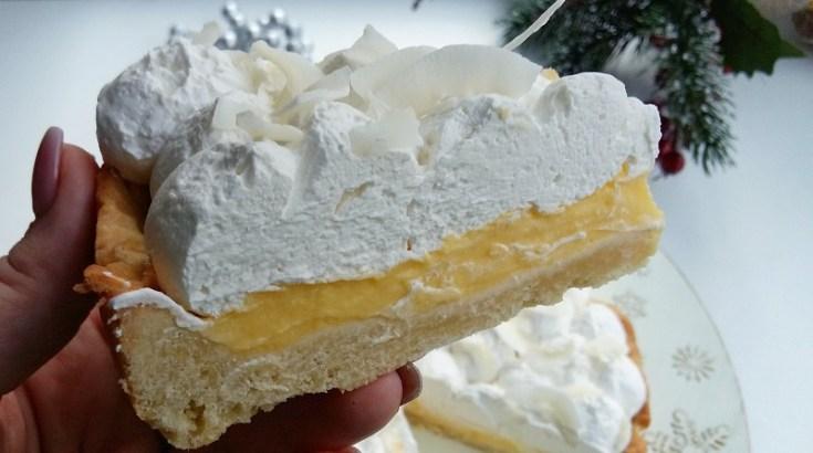 sectiune tarta cu lamaie si cocos