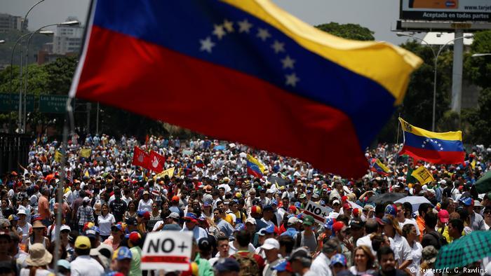 VENEZUELA: SE AGUDIZA SITUACION DE ORDEN PUBLICO ANTE PROTESTA DE OPOSITORES A MADURO