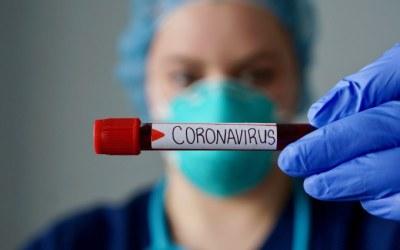Oxford y AstraZeneca retomarán ensayos de vacuna contra el COVID-19