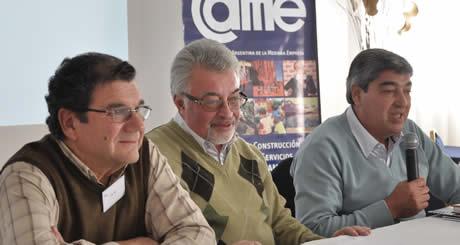 De izq. a der.: Oscar Martín, presidente de CAFI; Raúl Robín, presidente de Economías Regionales de la CAME y Jorge Figueroa, presidente de la Federación de Productores de Fruta de Río Negro y Neuquén