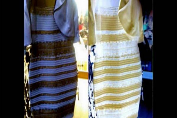 Foto del vestido azul que se ve blanco