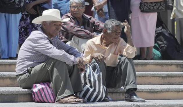 Mexicanos envejecen sin vivienda, educación y acceso a la salud (22:00 h)
