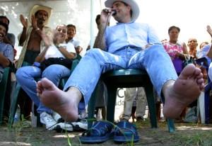 con-los-pies-llagados-pero-firme-en-su-compromiso-por-los-oaxaquen%cc%83os-2