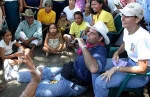 gabino-cue-con-habitantes-de-jamiltepec-7