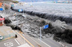 A wave approaches Miyako City from the Heigawa estuary in Iwate Prefecture after the magnitude 8.9 earthquake struck the area March 11, 2011. Picture taken March 11, 2011. REUTERS/Mainichi Shimbun(JAPAN - Tags: DISASTER ENVIRONMENT IMAGES OF THE DAY) FOR EDITORIAL USE ONLY. NOT FOR SALE FOR MARKETING OR ADVERTISING CAMPAIGNS. JAPAN OUT. NO COMMERCIAL OR EDITORIAL SALES IN JAPAN - RTR2JTXO