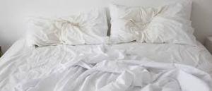 cama-y-almohadas