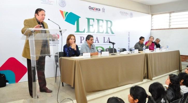 """Imparte IEEPO curso del programa """"Leer para la Vida"""" a normalistas de la entidad (14:30 h)"""