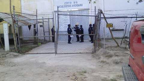 Liberan al director del penal de Oaxaca retenido por reos