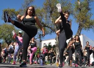 Morelia Mich. Mega clase de Dance Fitness en la plaza Morelos/ACG/STAFF
