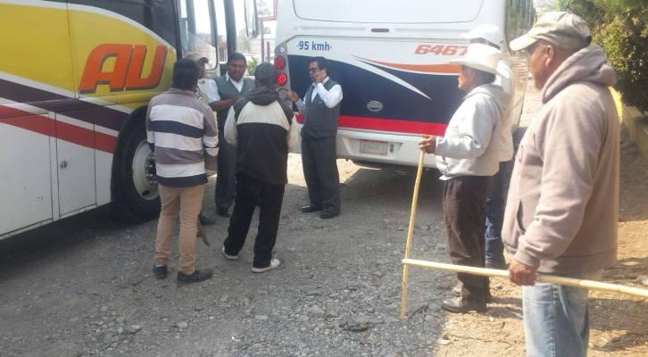 Militantes de MAIZ se apoderan de autobuses para marchar a Oaxaca (20:00 h)