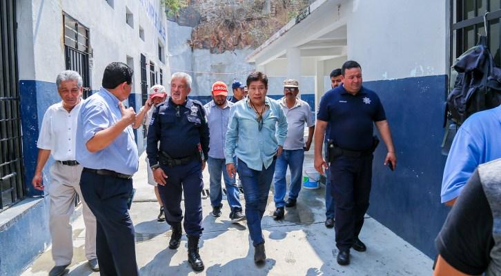 Supervisa Rodolfo León funcionamiento de Comisaría Municipal (22:00 h)