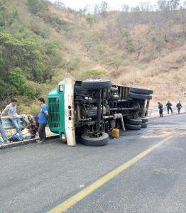 volcadura camion veladoras