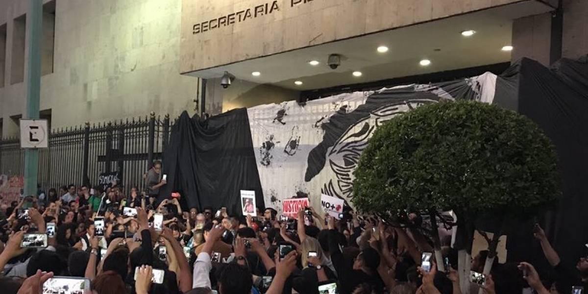 Periodistas piden que Chile rechace