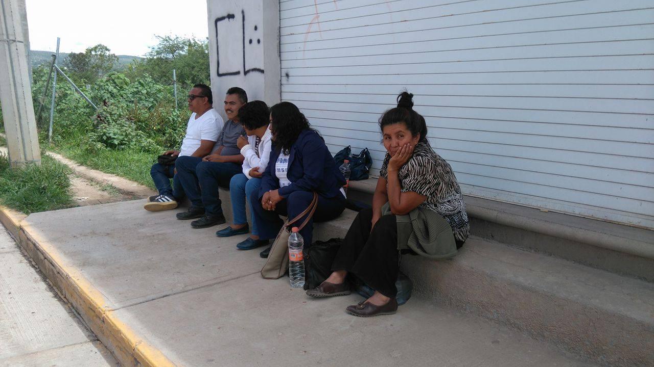 Paran labores trabajadores de educación para adultos en Oaxaca