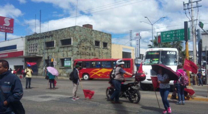Exige Sol Rojo atención a demandas de comunidades, bloquean crucero (13:21 h)