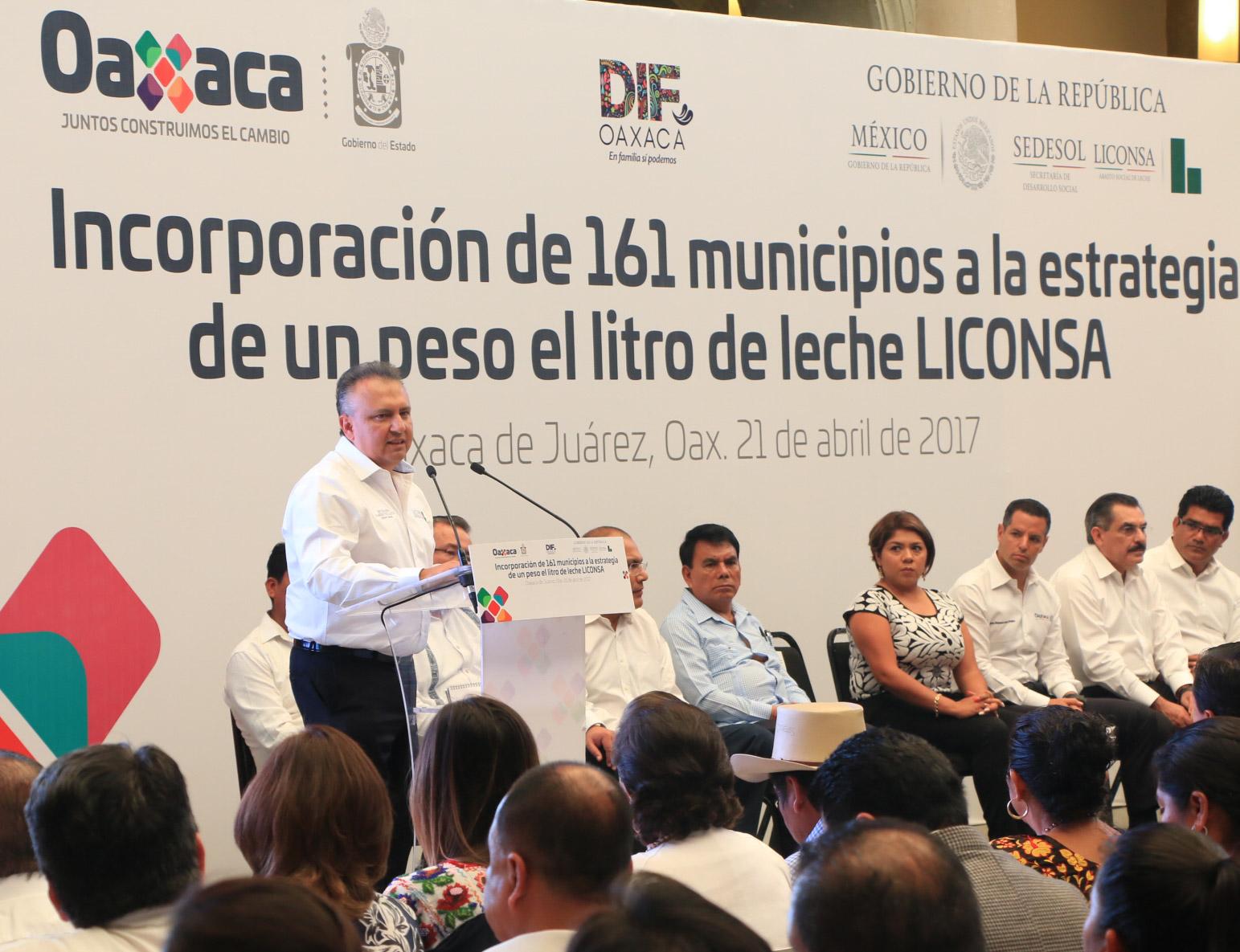 Entrega Murat primer informe de labores a Congreso de Oaxaca