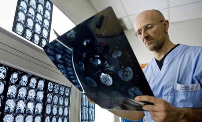 Anuncian el primer trasplante de cabeza exitoso (19:00 h)