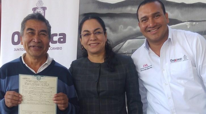Laura Vignon beneficia con 400 actas gratuitas a familias de la agencia de Donají (16:30 h)