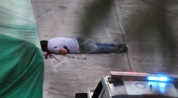 Hombres a bordo de vehículo, asesinan a un hombre en Huajuapan (20:45 h)