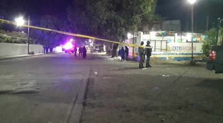 Ejecutan a un hombre con armamento de grueso calibre en un bar en Tehuantepec (23:10 h)