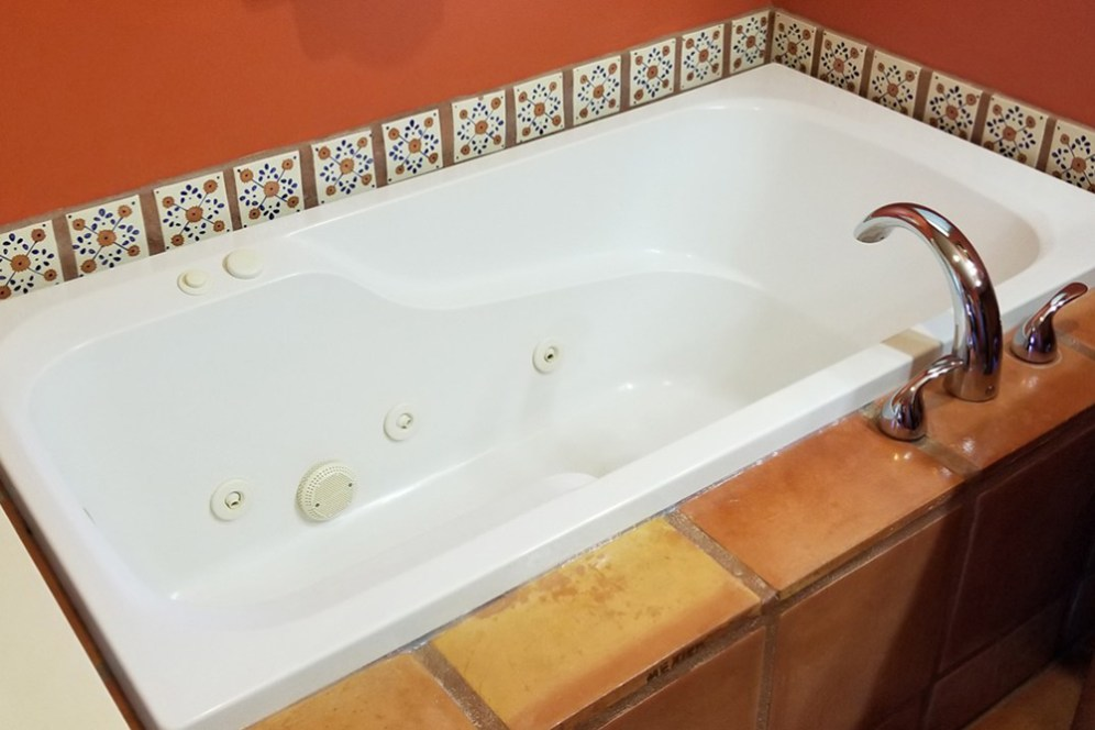 Vaquero Room with Bathtub