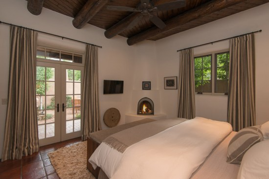 Kiva fireplace in the Adobe Oasis master bedroom (Photo: Peter Ogilvie)