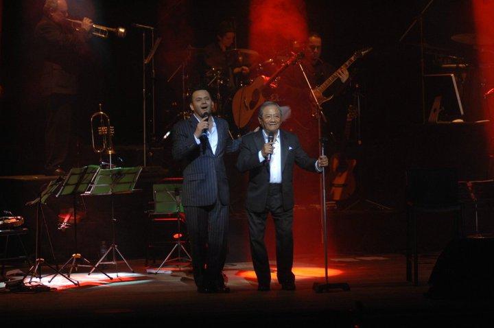 Arnoldo y Armando Manzanero en concierto