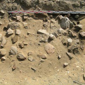 Aimalankaalta arkeologisissa tutkimuksissa löytynyt liesi. Kuva: Vadim Adel.