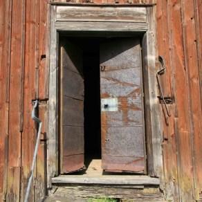 Messukylän viljamakasiinin ovi.