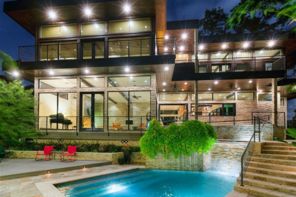 Modern house with awesome home decor