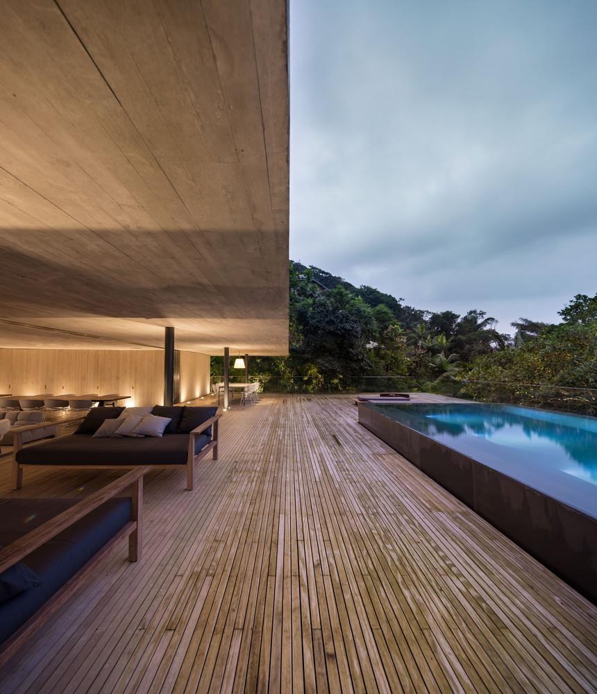 A Futuristic Jungle House In Brazil Adorable Home