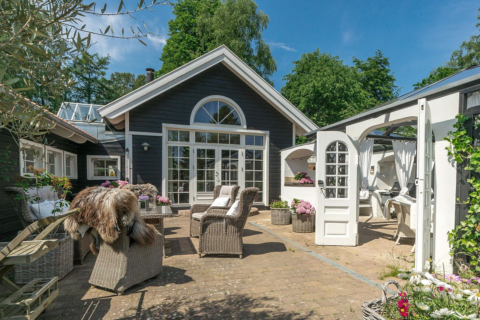 Cozy outdoor living space
