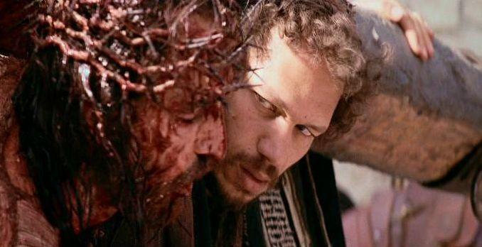 9a-jesus-es-ayudado-por-el-cirineo