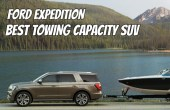 2022 Ford Expedition Towing a Boat