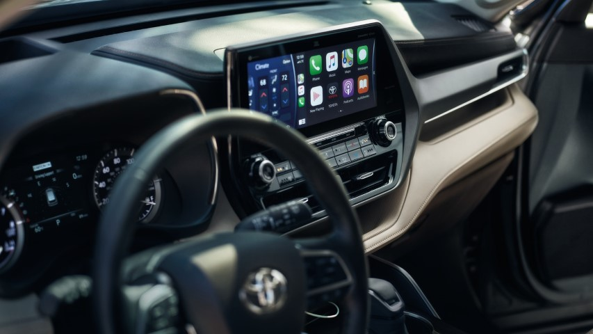 2022 Toyota Highlander Infotaiment with Apple Carplay and JBL Audio Speaker