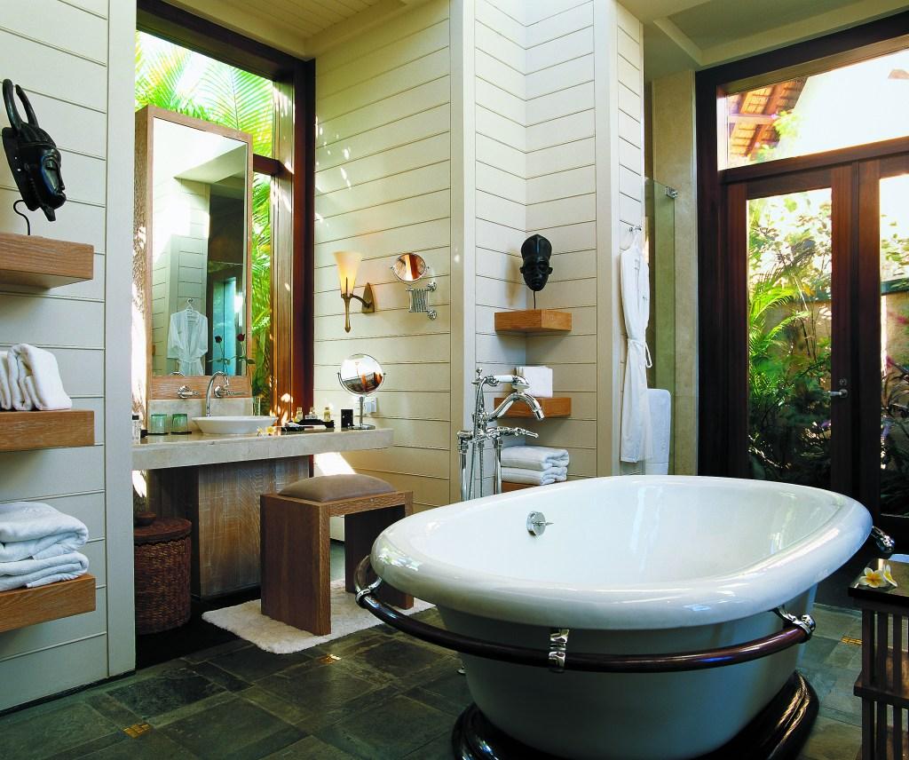 The oberoi _Bathroom_-_Royal_Villa